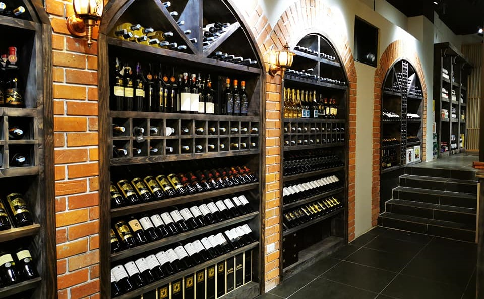 khu vực hầm rượu của nhà hàng