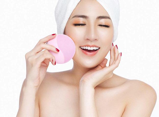 Sử dụng máy rửa mặt sẽ giúp da sạch hơn