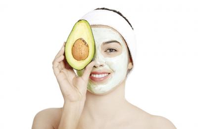 Đắp mặt nạ giúp đem lại những dưỡng chất cho da, làm sạch, dưỡng ẩm