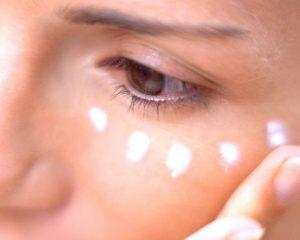 Kem dưỡng mắt giúp chống lại quần thâm, nếp nhăn ở độ tuổi da lão hóa